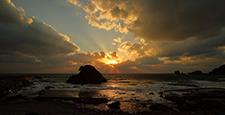 世界遺産白神山地の秋 十二湖海浜公園から望む日本海の夕日①