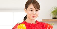 女性蔬菜廚房