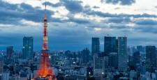 从东京都港区滨松町看的东京城市景观