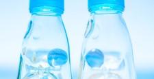 青い空とラムネ瓶